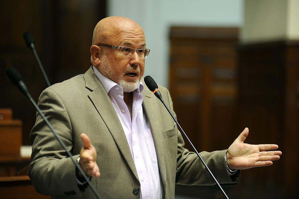 Ministro Bruce reconoce que ha habido ausencia de política urbanística