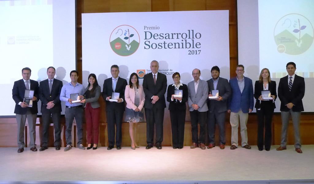 SNMPE otorga premio desarrollo sostenible 2017 a seis empresas del sector minero energético