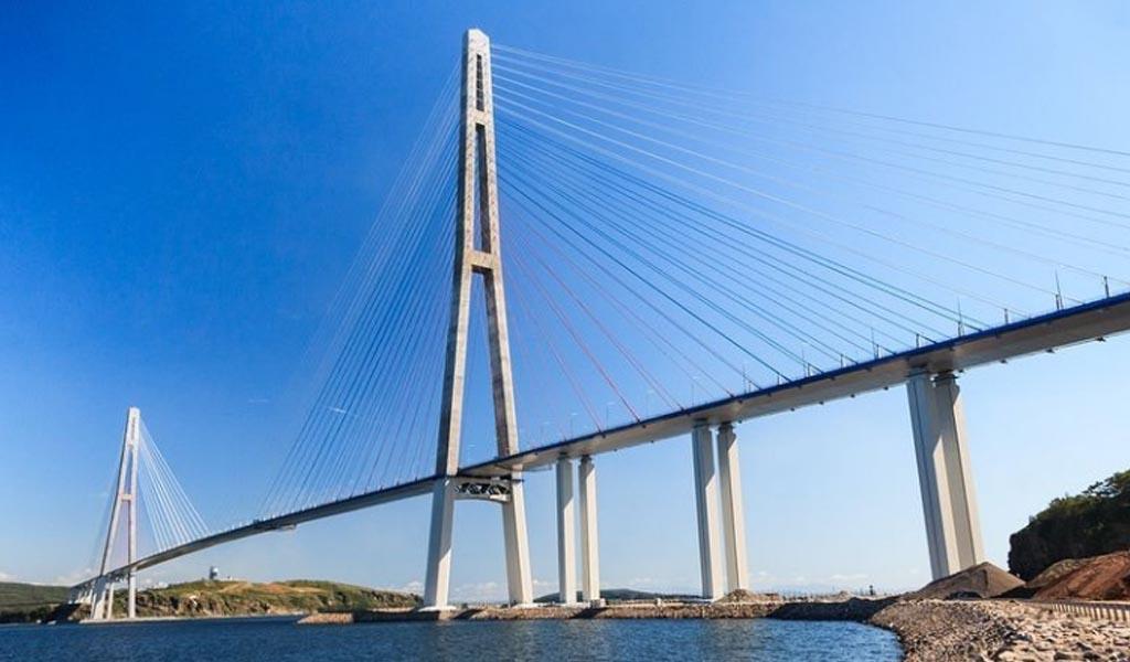 Russky, el puente de los mil millones de dólares