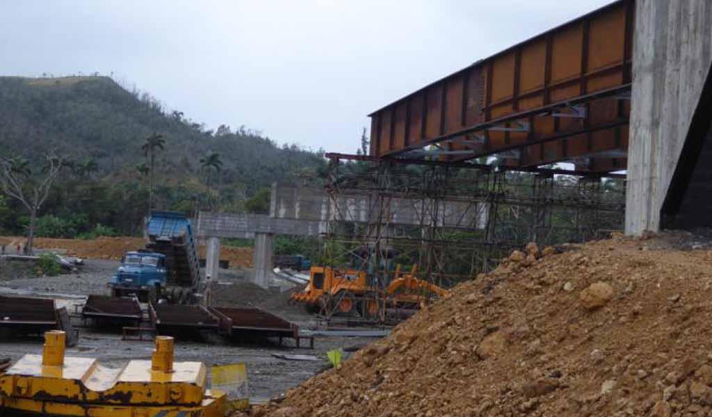 Al 75 % construcción del puente del Toa