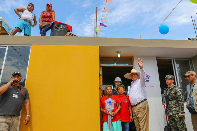 Mandatario anunció que viviendas en Catacaos contarán con agua y drenaje para prevenir futuras emergencias.