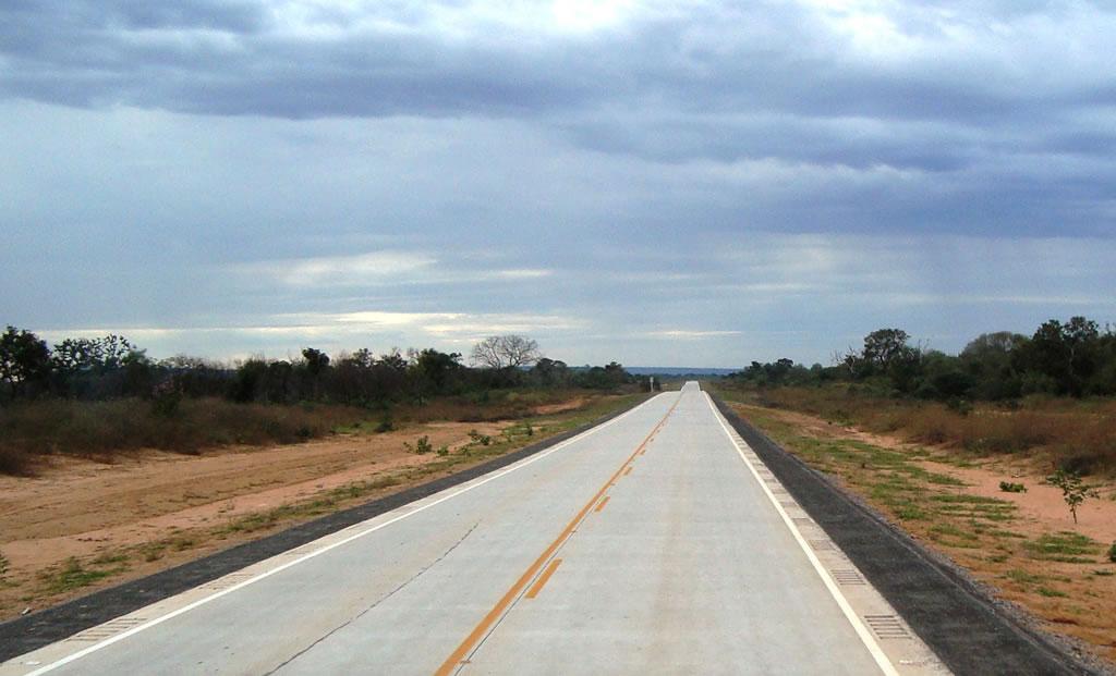 Firman decretos para construcción de carretera de 81 km en Bolivia