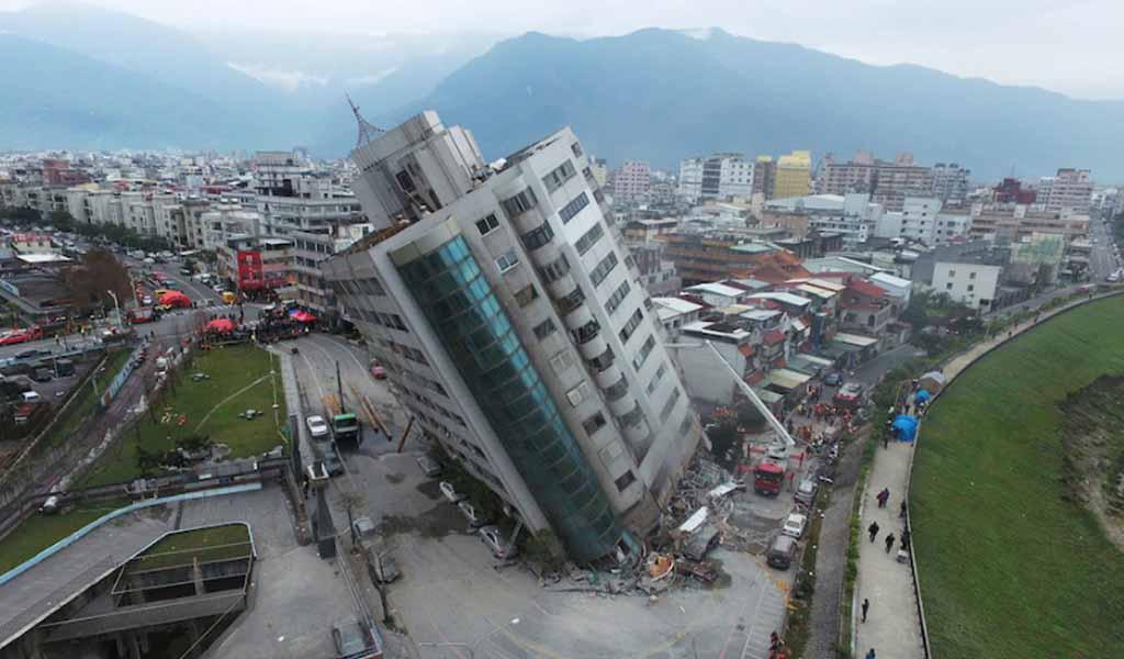 Taiwán lucha por estabilizar edificios tras terremoto