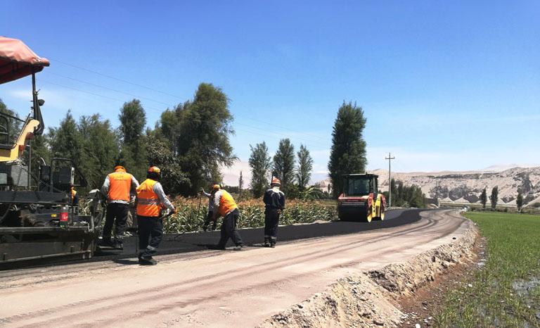En 87 por ciento de avance se encuentra el asfaltado de la Carretera Punta Colorada-Socso en Castilla