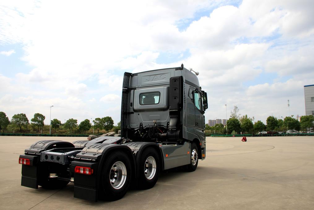 JAC arranca el año con un nuevo y potente tracto camión