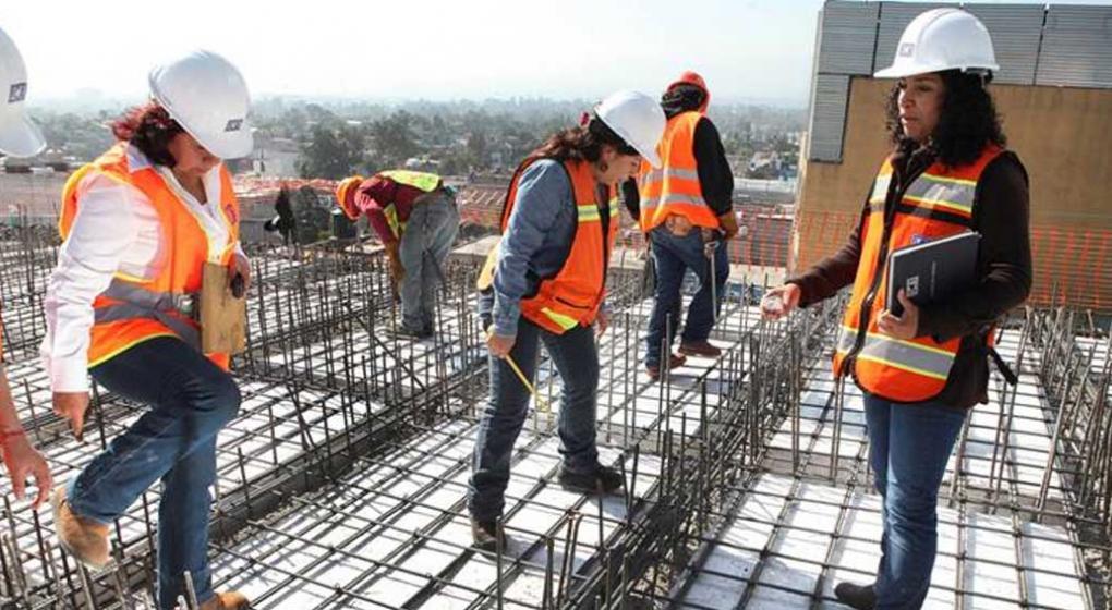 Mujeres en la construcción: ellas también ponen manos a la obra