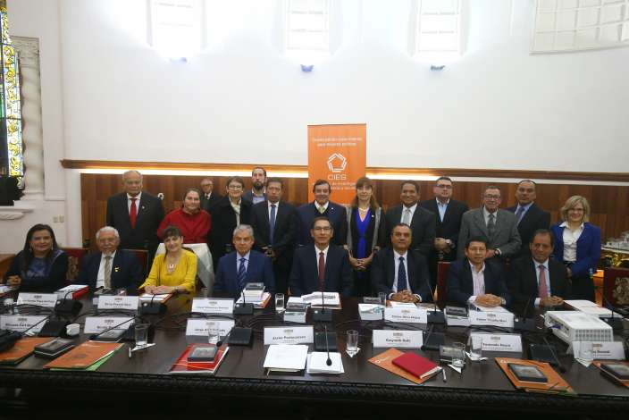 Presidente Vizcarra y miembros del CIES abordaron proceso de reconstrucción
