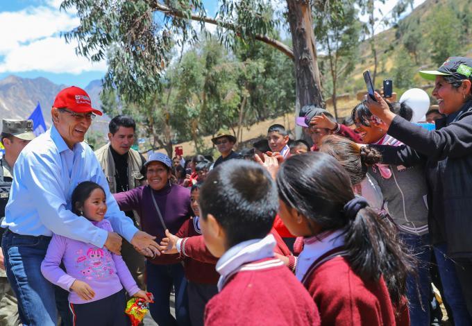 Jefe de Estado puso en marcha primer tramo de carretera que unirá regiones de Lima, Pasco y Huánuco