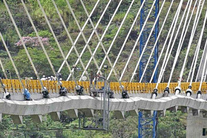 Iba a ser el puente más alto de Sudamérica pero se 'encogió'