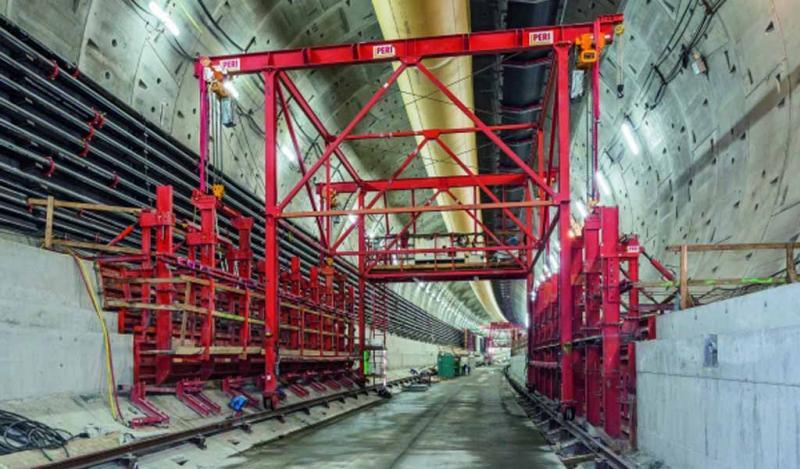 El carro de encofrado sigue a la tuneladora más grande del mundo