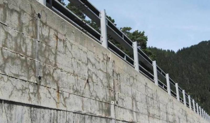 ¿Por qué se hincha y se agrieta el concreto?