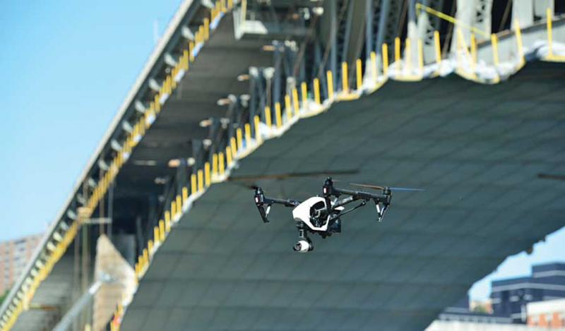 Los drones dan a los inspectores una mirada más cercana a los puentes