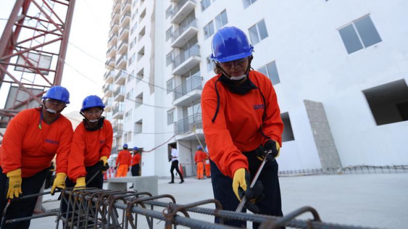 15 000 mujeres son capacitadas cada año para ingresar al sector construcción y saneamiento
