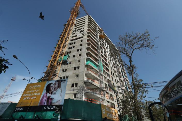 BVL: prevén recuperación del sector construcción en el presente año