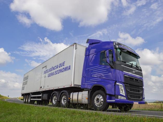 Volvo reduce consumo de combustible en camiones hasta en 10%