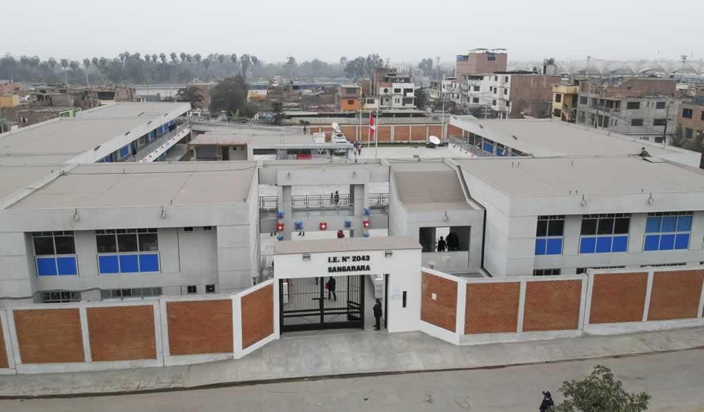 El Presidente Martín Vizcarra inauguró el mejoramiento de la I.E N° 2043 en el distrito de Comas