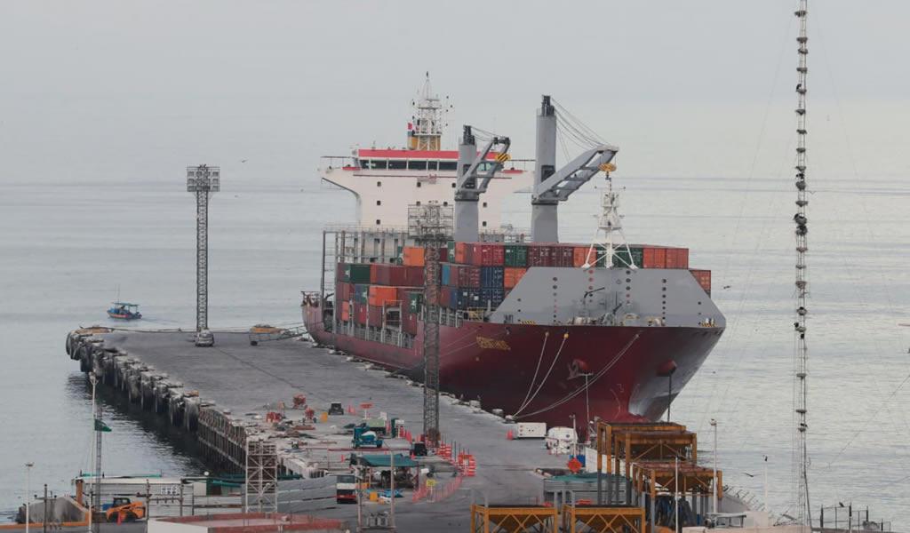 Materiales de construcción e industria se transportan mediante puertos
