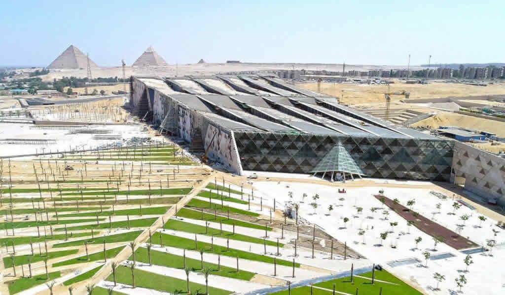 El postensado permite un techo de planchas en zigzag en el museo arqueológico más grande del mundo.