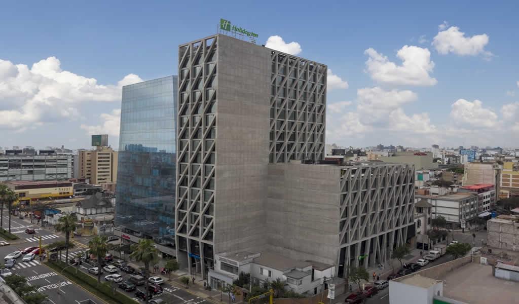 Holiday Inn Lima Miraflores reconocida como la  Mejor Obra Arquitectónica en Premio Arquitectura y Ciudad 2020