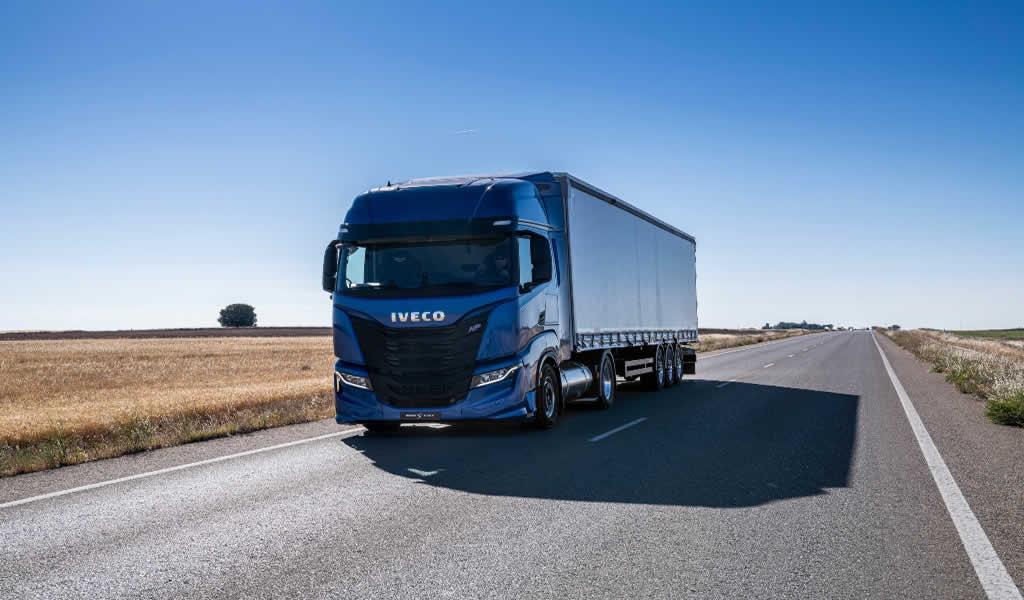 """IVECO es reconocido como  """"Camión Sostenible del año 2021"""""""