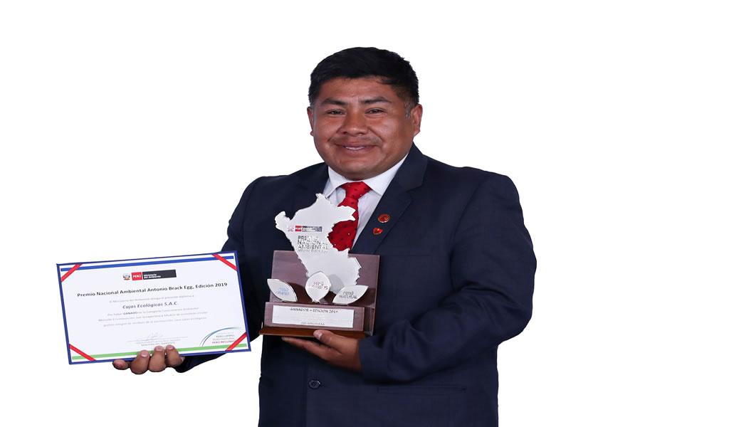 Ing. Rafael Ninalaya recibe un valioso reconocimiento del CIP por aporte en el desarrollo sostenible de la construcción en el Perú